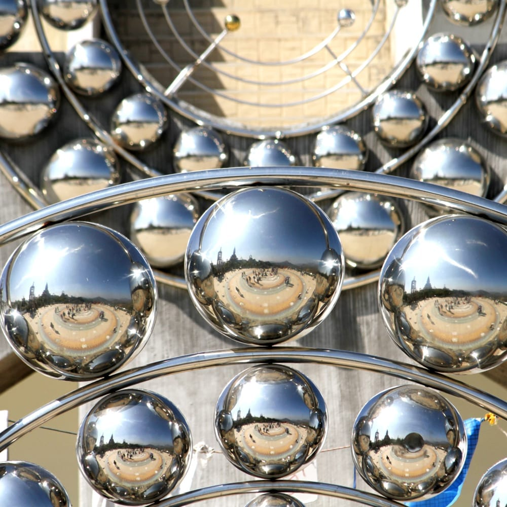 Mirror finish metal spheres